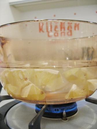 レモン煮出し中
