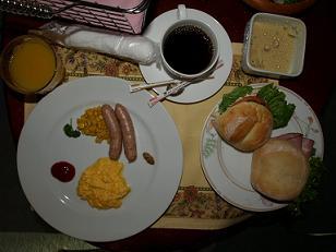 石の家朝食