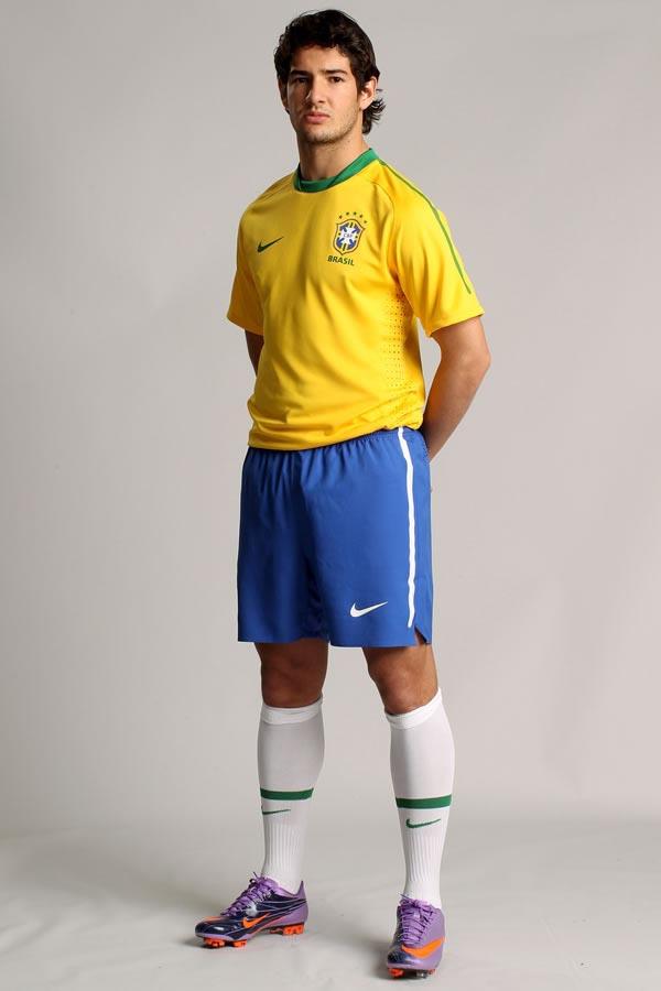 Brazil-10-11-NIKE-home-kit.jpg