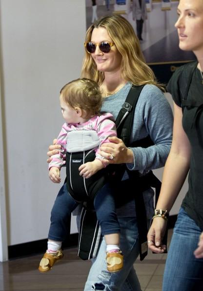 Drew+Barrymore+baby+Olive+smiles+rnmmidimWW6l.jpg