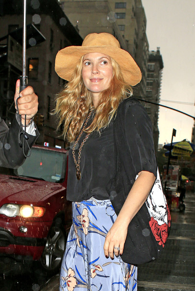 Drew+Barrymore+shops+Barneys+store+Madison+XY4qIc6yVvtl.jpg