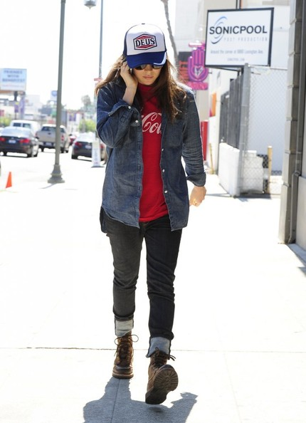 Ellen+Page+Grabs+Lunch+West+Hollywood+_5ZIuct1iIil.jpg