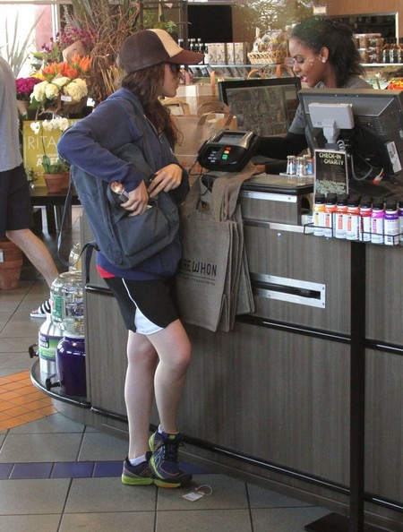 Ellen+Page+Grocery+Shopping+Whole+Foods+-CYiuyQy7Hvl.jpg