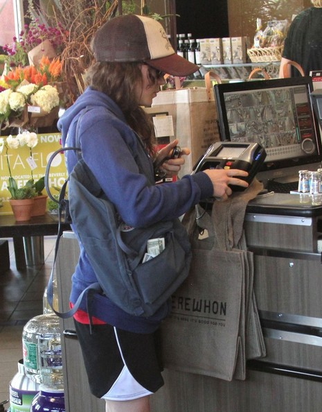 Ellen+Page+Grocery+Shopping+Whole+Foods+-jUGE4J3W9wl.jpg