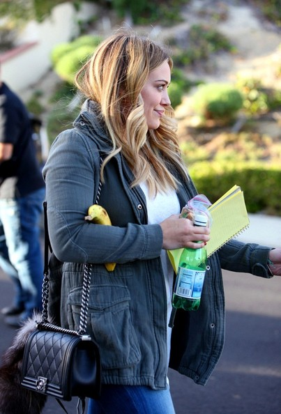 Hilary+Duff+visits+a+friend+YRZc7-PsAzDl.jpg