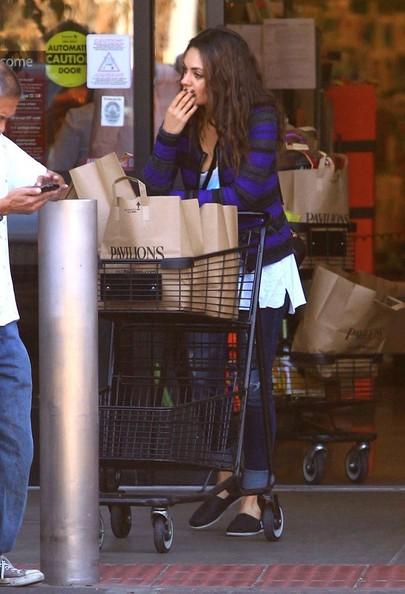 Mila+Kunis+Grocery+Shopping+Pavilion+B97HZ_KsleMl.jpg