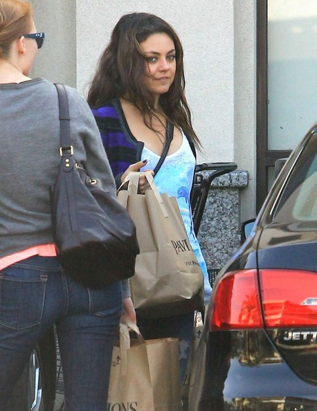 Mila+Kunis+Grocery+Shopping+Pavilion+s2PNCt2qJyCl.jpg