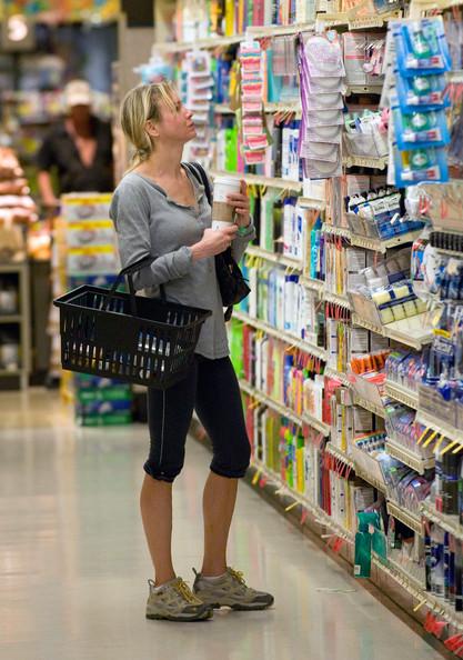 Renee+Zellweger+Renee+Zellweger+Runs+Errands+cfzoTbVkHnCl.jpg