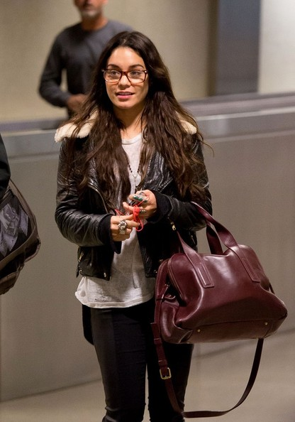 Vanessa+Hudgens+is+seen+at+LAX+dycqOLPj41_l.jpg