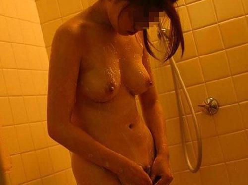 ひとの嫁さんや彼女がお風呂入ってる画像ってそそるよな!(素人の入浴画像32枚)