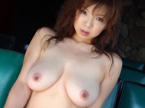 美乳アンダーヘアー露出してヤラしき谷間と桃尻エロ画像 【おっぱい】