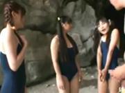 【スク水乱交】海水浴にスク水で来ちゃうような少女たちを人気の無い磯でイタズラSEX!