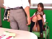 【女子校生】先生の前でも平気でパンチラしちゃう少女はガードが緩くてセックスしまくり!