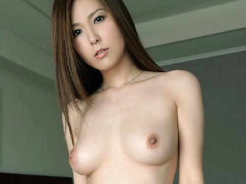 【美乳画像】セクシーなお姉さんのたまらない乳下!…上品さがそそりますね!