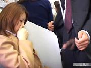 電車の中でチンコを見せつけられた女子校生