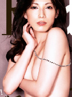 温泉で裸を盗撮された過去のある加藤あいが女性誌で腕ブラ横乳を魅せる