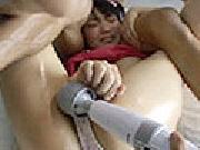 ロリフェイスの少女の敏感なアソコにチ●コをぶち込む!