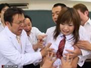 【浜崎りお】教師と生徒がよってたかって一人の女子生徒をお仕置きレイプ ノーブラで登校した罰を受ける女子校生 美巨乳を前に発情した男達が連続大量中出し輪姦