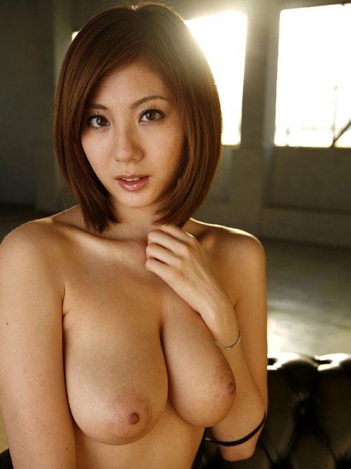 麻美ゆまちゃんの巨乳のおっぱい