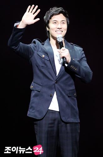 キム・ドンワン20101209p12