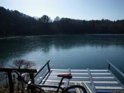 湖の周りを一周して、どこへ行こうか考える