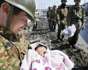 石巻市で救出された赤ちゃん3月14日(AFP)