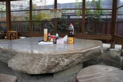 山越うどん テーブル
