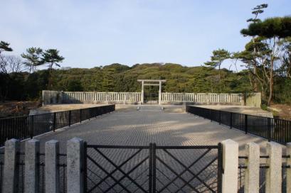 目の前の森みたいなのが日本最大前方後円墳 仁徳天皇得陵古墳
