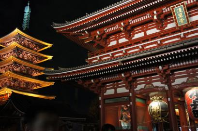 浅草寺ライトアップ。キレーです。