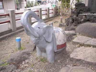 ゾウのモニュメント