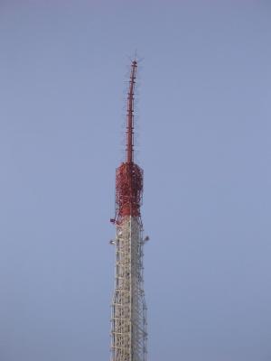 震災で先端が曲がった東京タワー