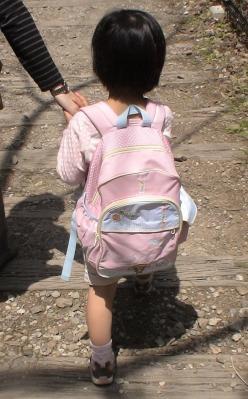 廃線跡を歩く第一子