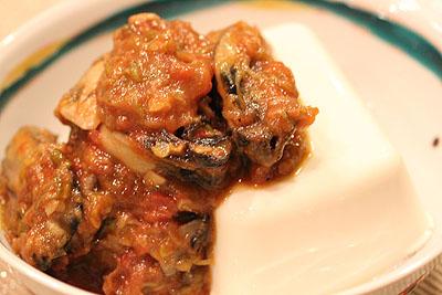 まあぼ牡蛎、あっためたお豆腐にオン