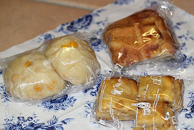 クグロフとスコーンとコーンパン