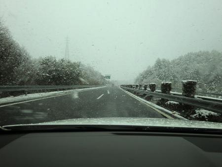 雪景色の新名神