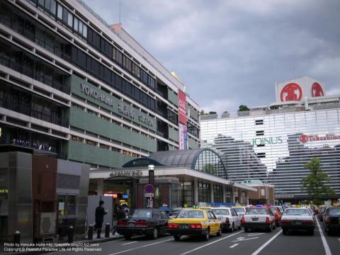 横浜駅西口と高島屋