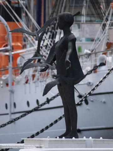 横浜みなとみらい日本丸メモリアルパークの銅像