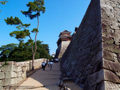 松山城を登る
