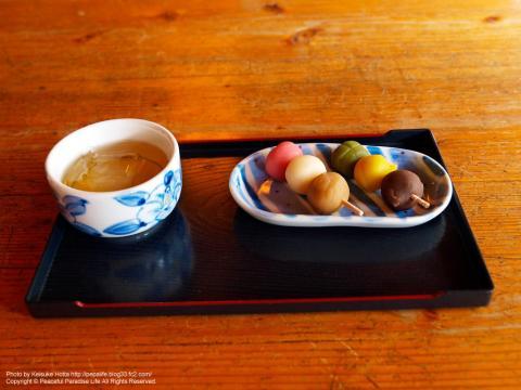 松山名物「坊ちゃん団子」と梅こぶ茶