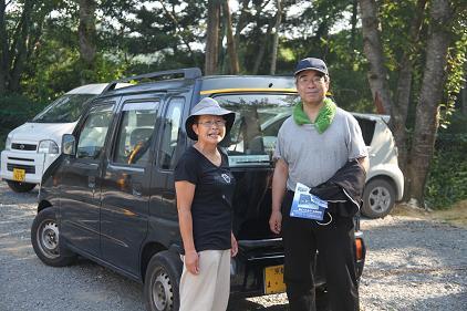 自治会長の奥様と車両贈呈式
