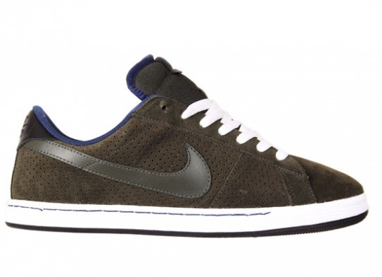 Nike-SB-April-2010-Releases-Dunk-Low-Blazer-Classic-SB-16-540x392.jpg