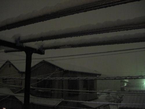 雪ふりつむ