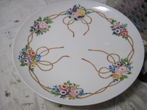 バラとタッセルの大皿