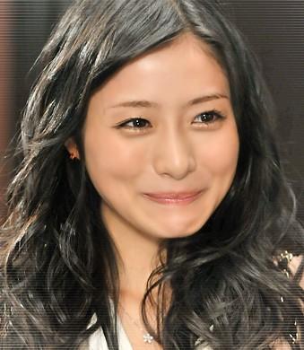 2013年春ドラマ『リッチマン,プアウーマン』石原さとみちゃんの髪型・ヘアスタイル画像