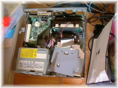 分解された旧パソコンちゃん