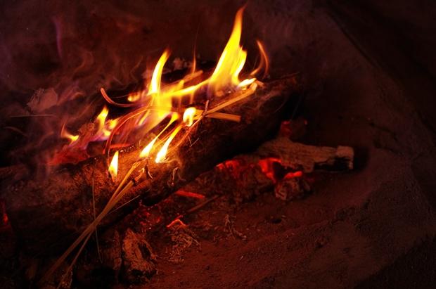いろりの火。