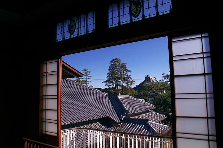 竹の丸の窓から
