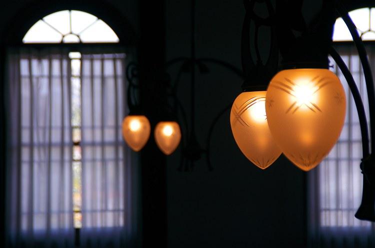 窓辺の光 四