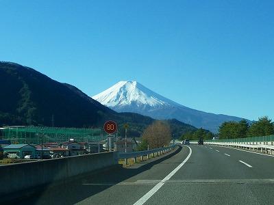 高速道路から見た富士