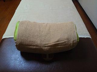 クッションにタオルをまいています